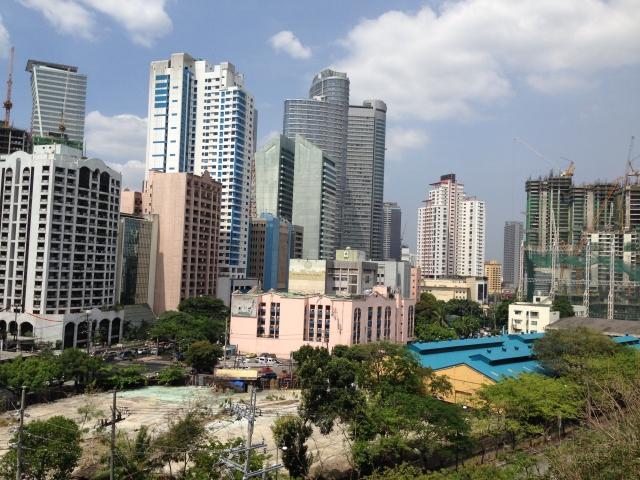 フィリピンの成長が今後加速します!!不動産と金融の布石を置くことを強く勧めます!